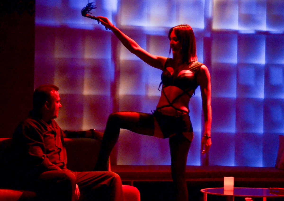 Νικολέττα Καρρά: Η hot εμφάνιση της ηθοποιού στη σκηνή του θεάτρου! [pics]