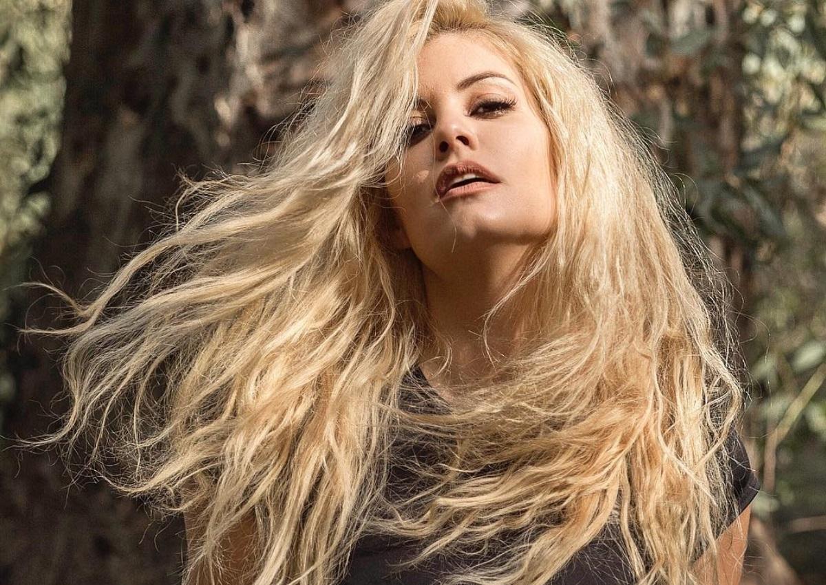 Η Μαρία Κορινθίου μόνο με τα εσώρουχά της: Η νέα hot φωτογραφία της ηθοποιού!   tlife.gr