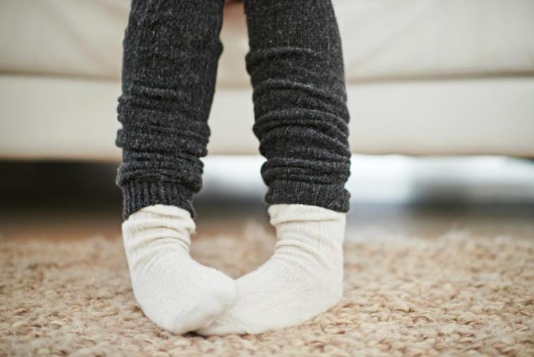 Γιατί έχετε συνέχεια κρύα πόδια – Τι μπορεί να σημαίνει αυτό για την υγεία σας   tlife.gr