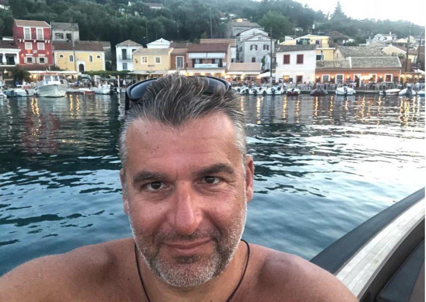 Γιώργος Λιάγκας: Χριστουγεννιάτικες βουτιές στην θάλασσα! [vid] | tlife.gr
