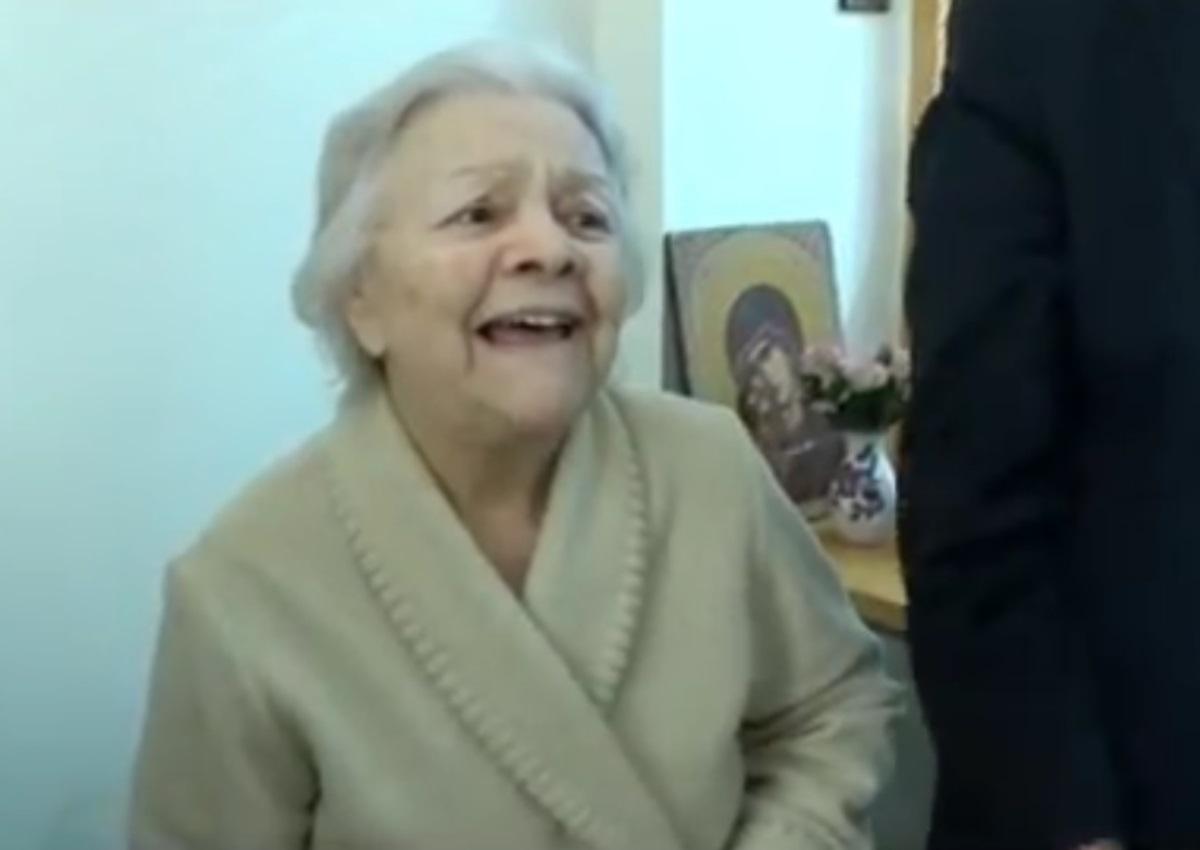 Η Μαίρη Λίντα μιλά πρώτη φορά για τη ζωή της μέσα στο Γηροκομείο Αθηνών και συγκινεί! (video) | tlife.gr