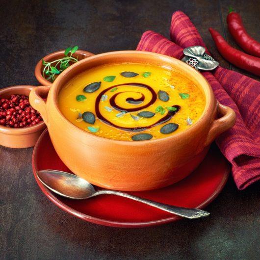 Κολοκυθόσουπα βελουτέ με κρέμα βαλσάμικου | tlife.gr