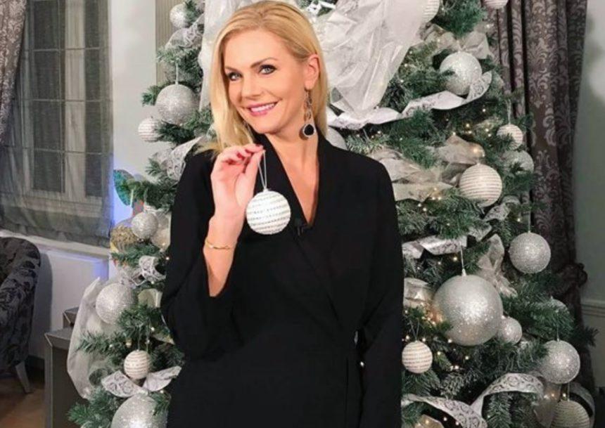 Έμη Λιβανίου: Το Χριστουγεννιάτικο δέντρο που στόλισε στο σαλόνι της έχει ύψος 3.80 και είναι άκρως εντυπωσιακό! [video] | tlife.gr