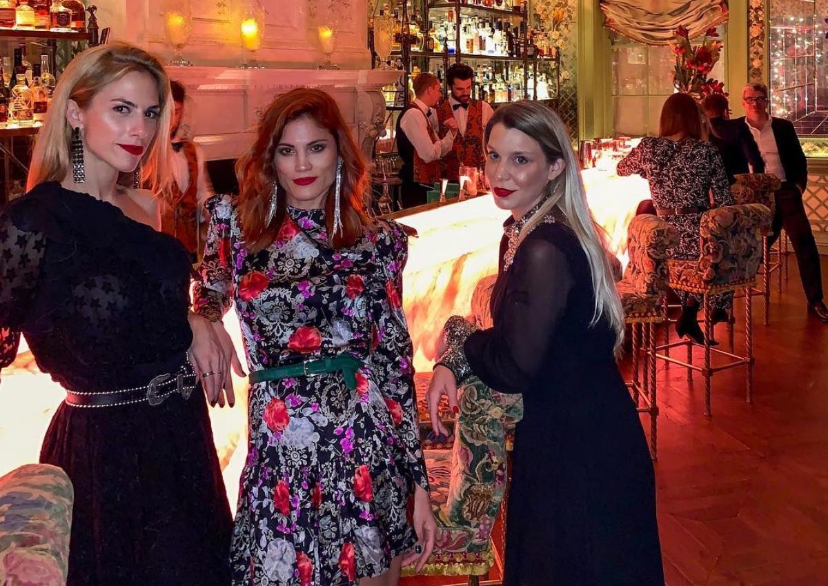 Ντορέττα Παπαδημητρίου – Μαίρη Συνατσάκη: Εντυπωσιακή εμφάνιση στο πιο elegant club του Λονδίνου! | tlife.gr