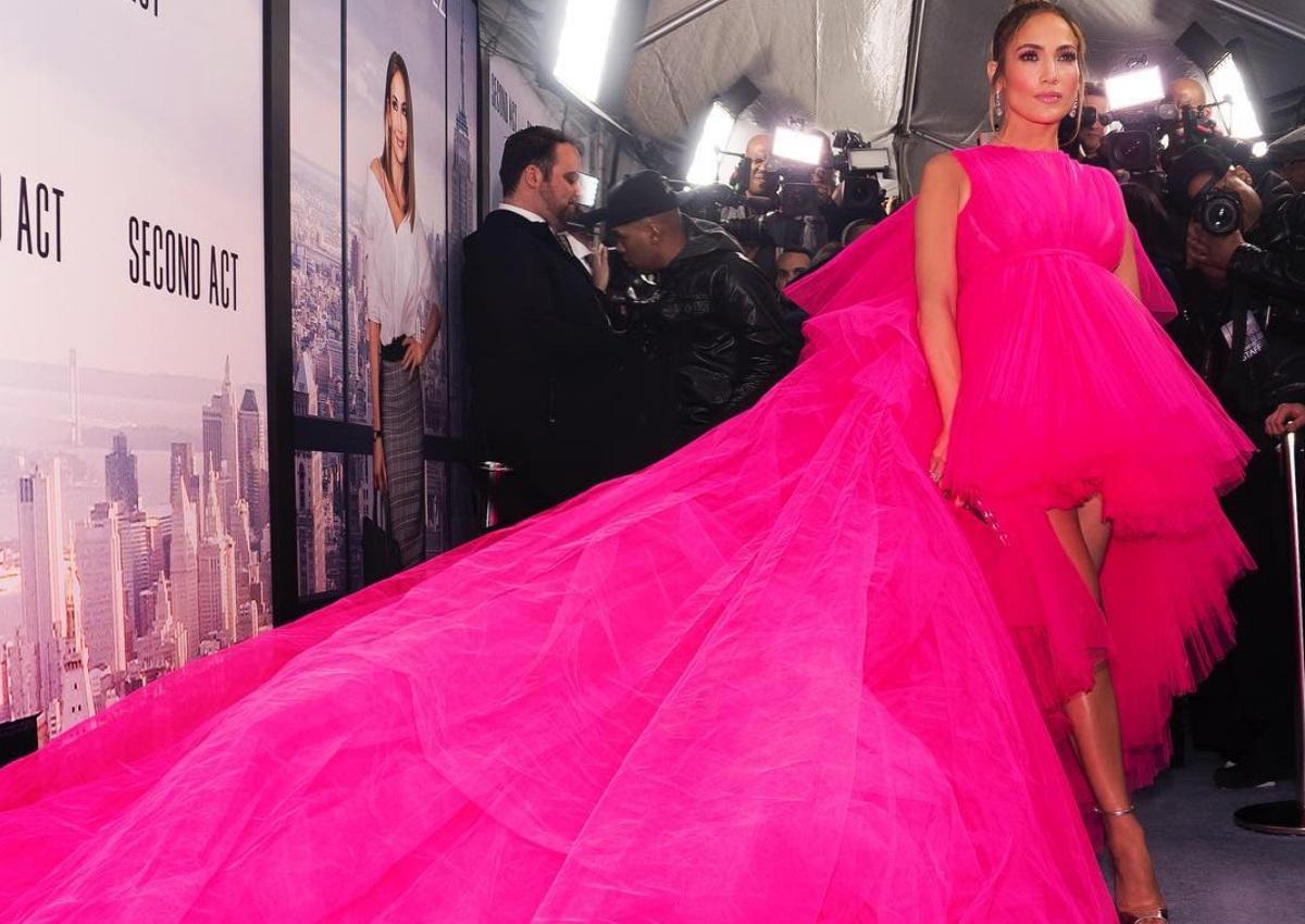 Jennifer Lopez: Η Λατίνα σταρ έκλεψε τις εντυπώσεις στο κόκκινο χαλί με το φόρεμα που επέλεξε! [pics] | tlife.gr