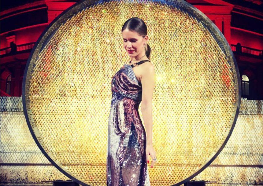 Ευγενία Νιάρχου: Μάγεψε το Λονδίνο με την εμφάνιση της στα βραβεία μόδας! [pics]   tlife.gr