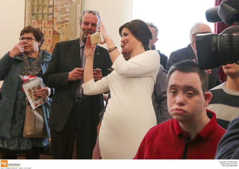 Θεσσαλονίκη: Σκιά του πρωθυπουργού η εντυπωσιακή Κατερίνα Νοτοπούλου – Έτσι κέντρισε τα βλέμματα [pics] | tlife.gr