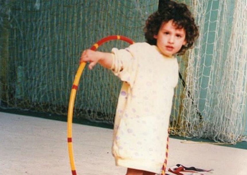 Το κοριτσάκι της φωτογραφίας είναι γνωστή Ελληνίδα – Την αναγνωρίζεις; | tlife.gr