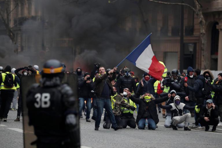 Παρίσι – Κίτρινα γιλέκα: Οργή και βία στις νέες διαδηλώσεις | tlife.gr