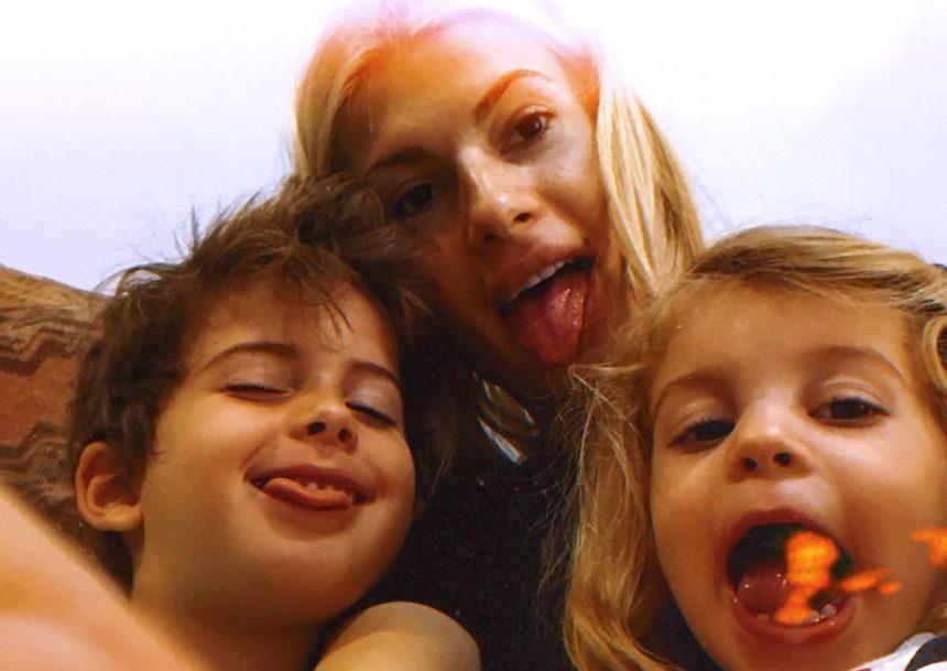 Οι πανηγυρισμοί της Όλγας Πηλιάκη και των παιδιών της για τη νίκη του Στέλιου Χανταμπάκη στο Nomads! (video) | tlife.gr