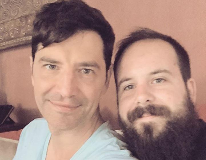 Νίκος Ρουβάς: Το ευχαριστώ στον αδελφό του Σάκη Ρουβά για τα χρόνια πολλά από το Voice! VIDEO | tlife.gr