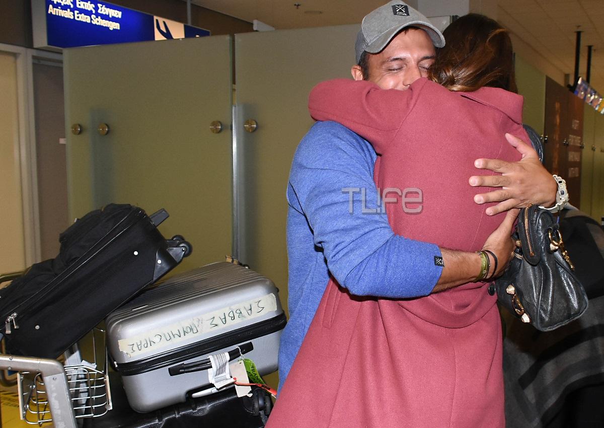 Ο Σάββας Πούμπουρας επέστρεψε στην Ελλάδα: Δες πώς τον υποδέχτηκε στο αεροδρόμιο η σύζυγός του, Αρετή Θεοχαρίδη! [pic] | tlife.gr