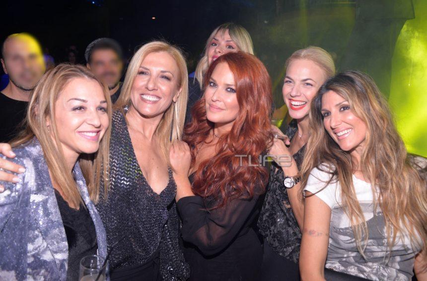 Σίσσυ Χρηστίδου: Με τις κολλητές της στην πρεμιέρα του Θοδωρή Μαραντίνη! [pics,vid] | tlife.gr