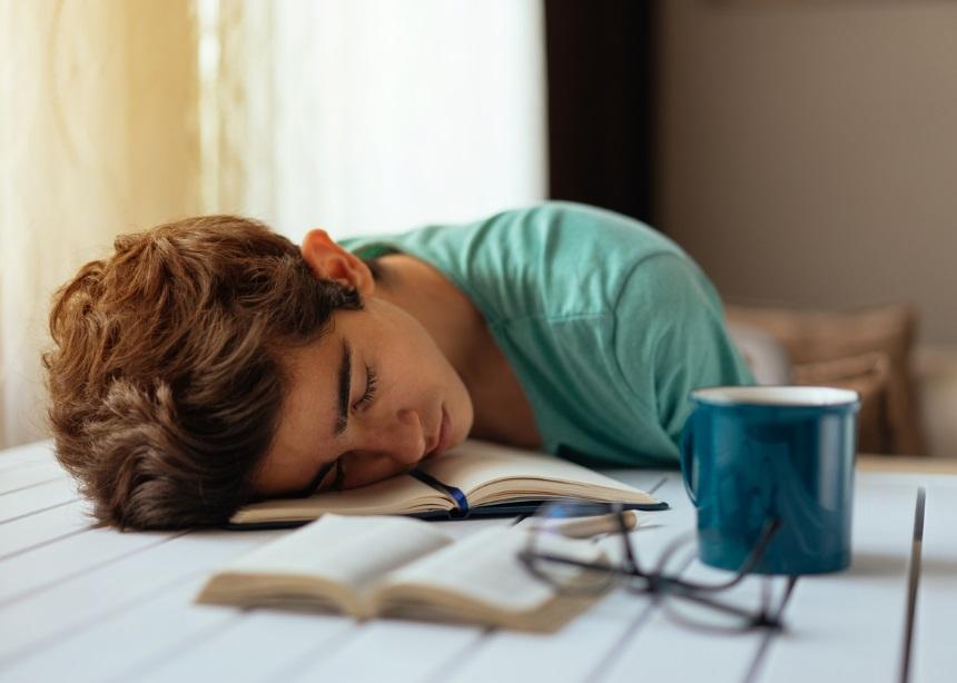 Πώς ένα ποιοτικό μαξιλάρι θα βοηθήσει το εφηβάκι σου να γίνει καλύτερος μαθητής!