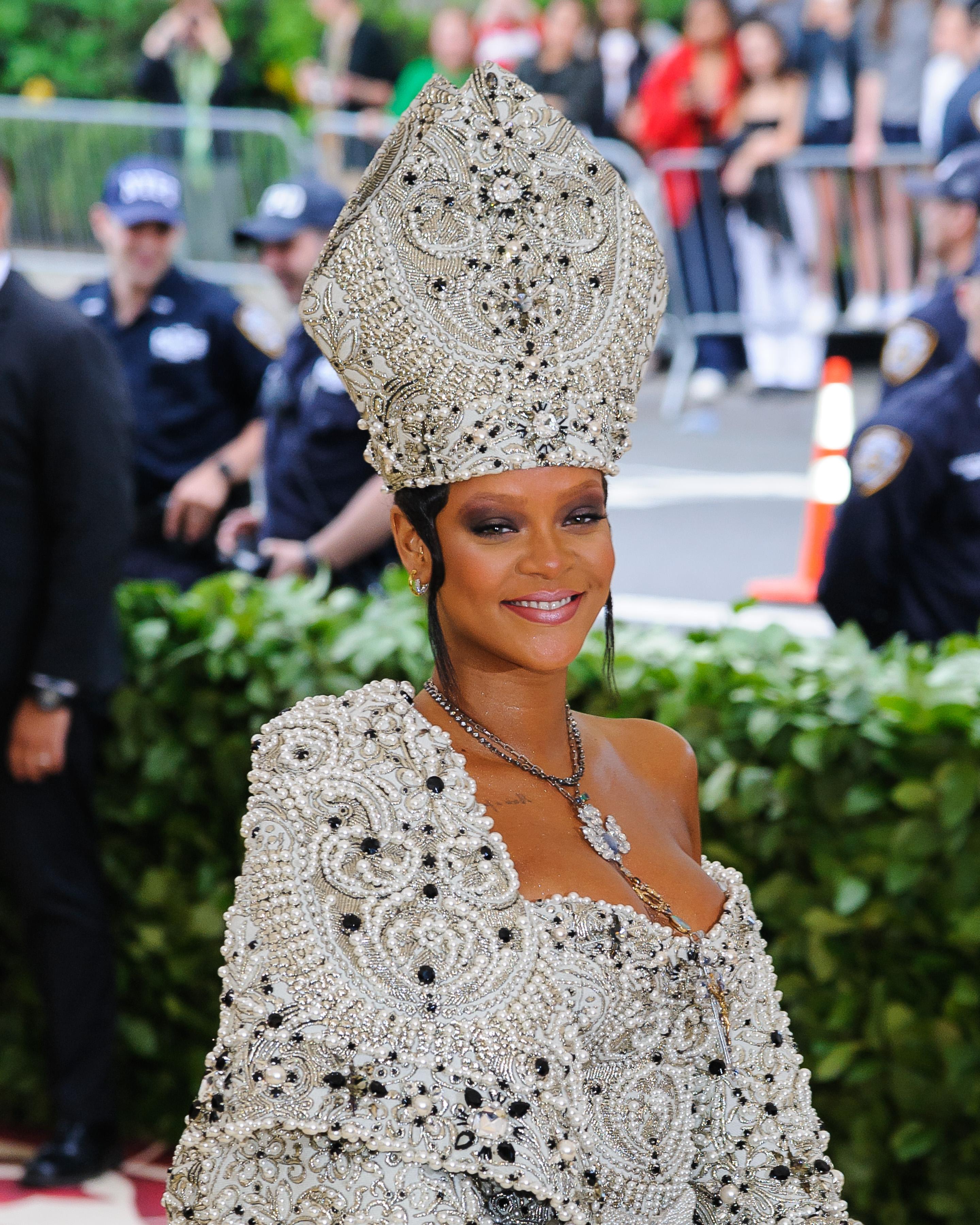 Το story πίσω από τα ξανθά φρύδια της Rihanna στο Met Gala!   tlife.gr