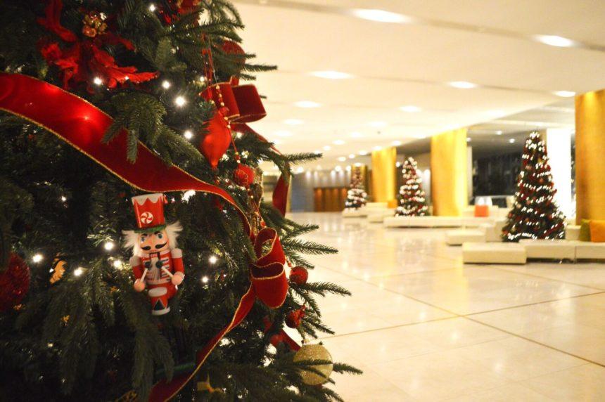 Λαμπερά Χριστούγεννα στο Hilton Αθηνών   tlife.gr