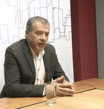 O Σταύρος Θεοδωράκης και οι κάλτσες του Μπους! video | tlife.gr