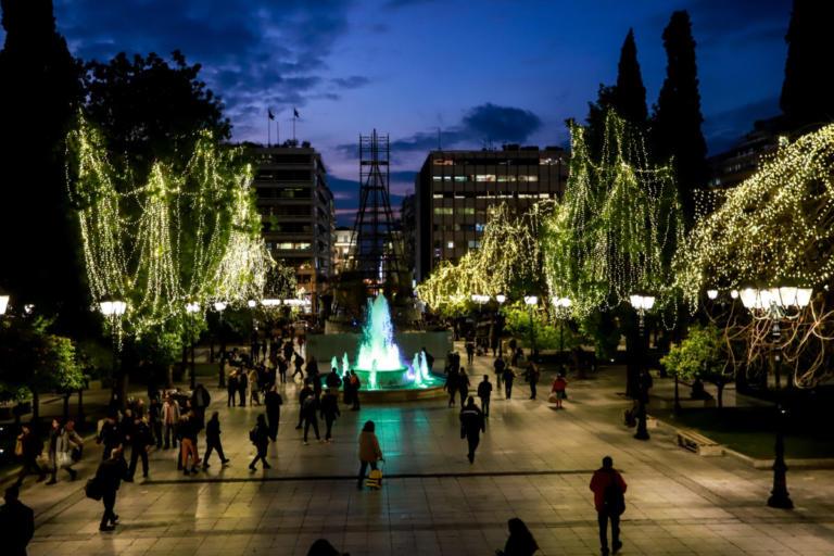 Το κέντρο της Αθήνας στολίστηκε για τα Χριστούγεννα! [pics] | tlife.gr