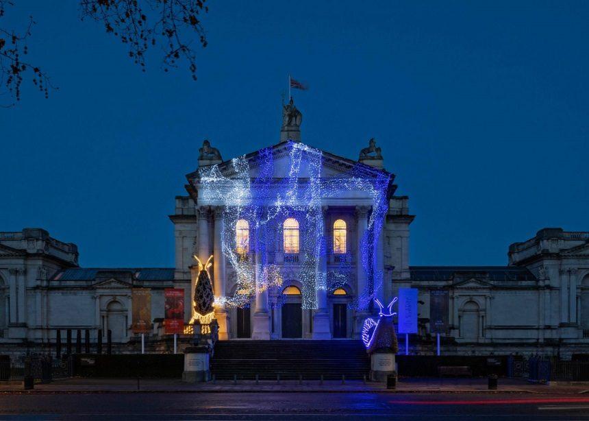 Ο χειμωνιάτικος στολισμός της Tate Britain θα σε εκπλήξει πολύ ευχάριστα -και όχι όπως νομίζεις! | tlife.gr