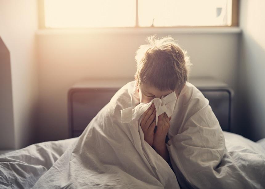 10 tips από τον παιδίατρο Σπύρο Μαζάνη για να αντιμετωπίσεις άμεσα το κοινό κρυολόγημα