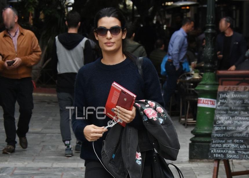 Τόνια Σωτηροπούλου: Λατρεύει το κέντρο της Αθήνας! Οι βόλτες της στο Κολωνάκι – Φωτογραφίες   tlife.gr