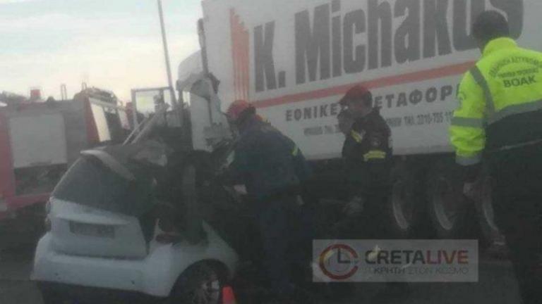 """Κρήτη: Σκοτώθηκε σε φοβερό τροχαίο – Σπαραγμός για τον άτυχο οδηγό που """"καρφώθηκε"""" σε νταλικά!   tlife.gr"""