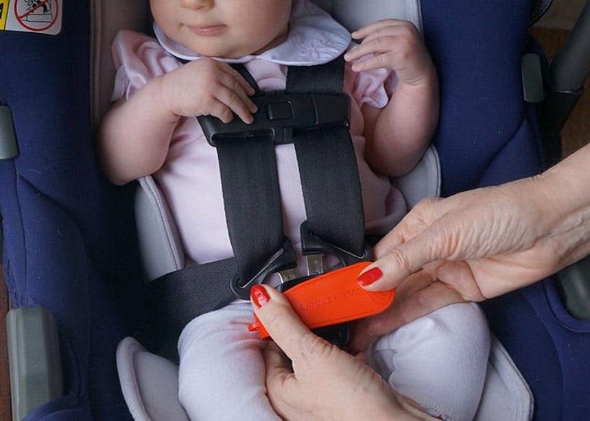 Αυτό το gadget βοηθάει όλες τις μαμάδες που δεν-μπορούν-να-λύσουν-τη-ζώνη-αυτοκινήτου! | tlife.gr