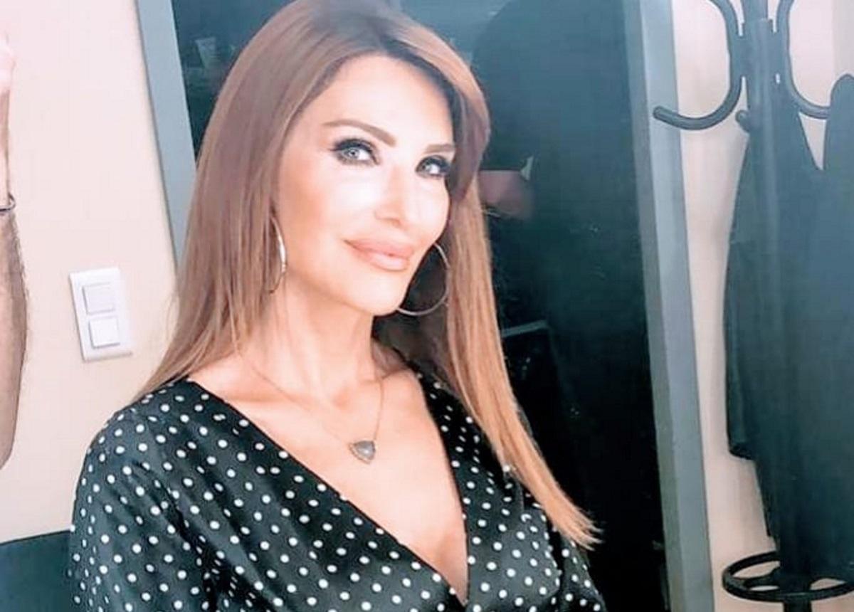 Βίκυ Χατζηβασιλείου: Αυτή είναι η πιο λαμπερή γωνιά του στολισμένου σπιτιού της!   tlife.gr