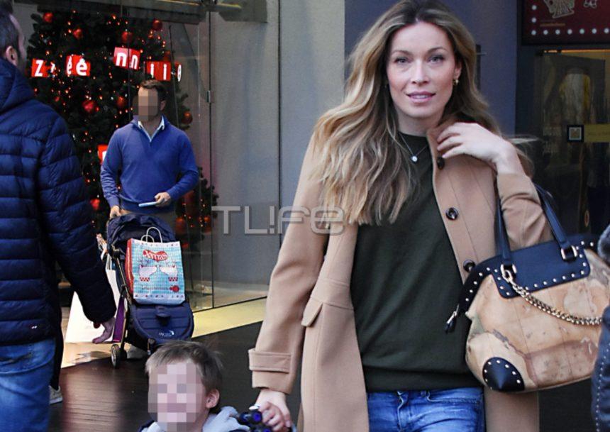Μαριέττα Χρουσαλά: Χριστουγεννιάτικη βόλτα με τον γιο της στο Μαρούσι! [pics] | tlife.gr
