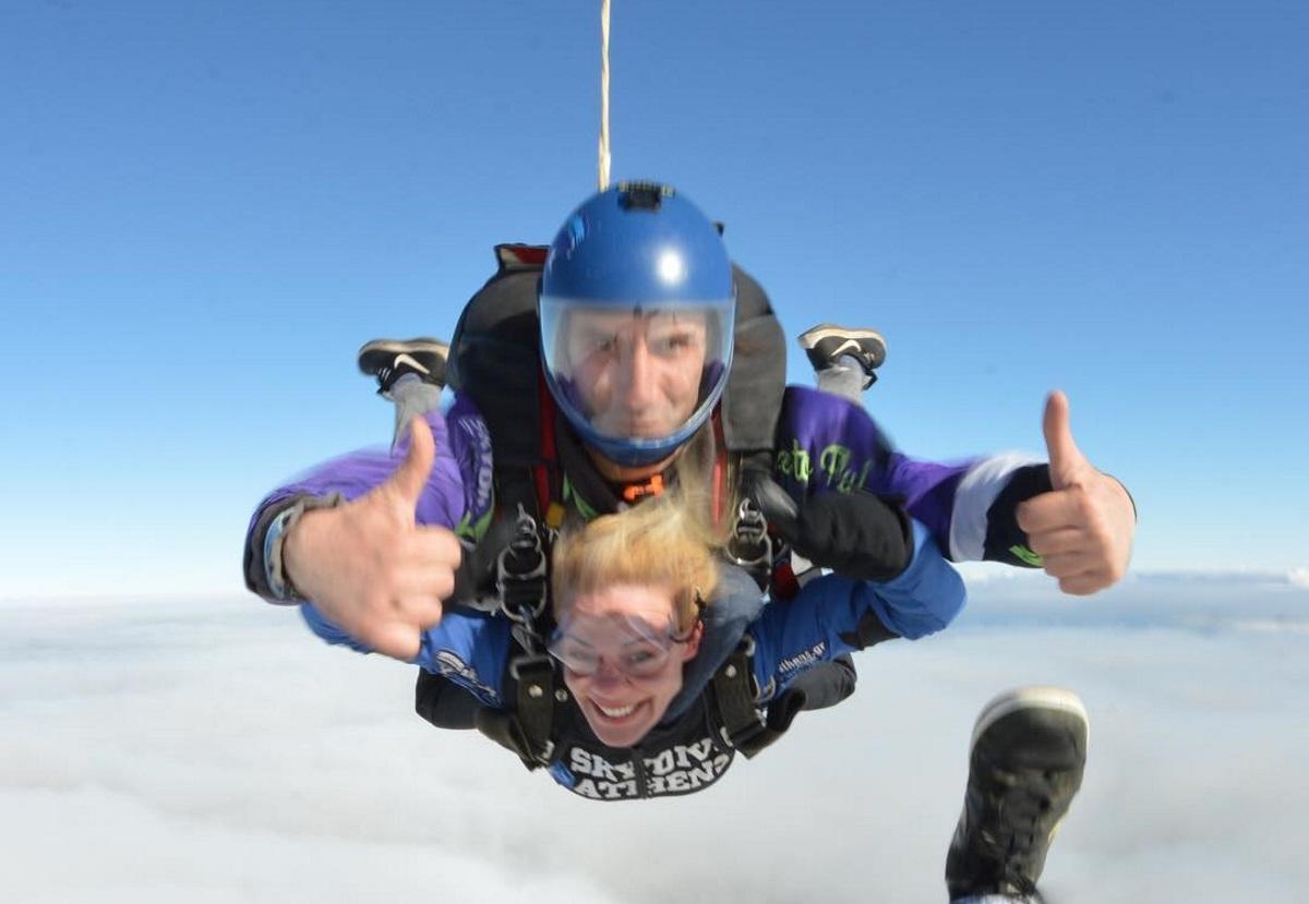 Ζέτα Μακρυπούλια: Λάτρης των extreme sports! Έκανε ξανά ελεύθερη πτώση [pics] | tlife.gr