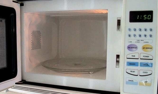 Πώς μπορεί να σε βλάψει ο φούρνος μικροκυμάτων | tlife.gr