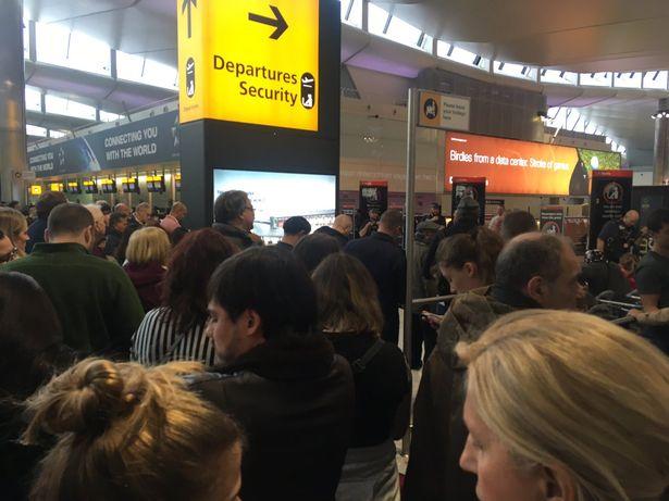 Συναγερμός στο αεροδρόμιο Χίθροου του Λονδίνου | tlife.gr