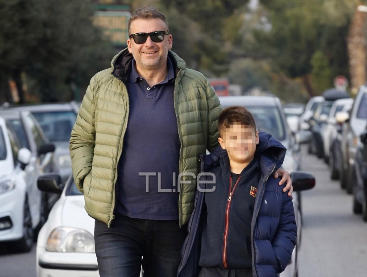 Γιώργος Λιάγκας: Περίπατος στην Γλυφάδα με τον μεγάλο του γιο! [pics] | tlife.gr
