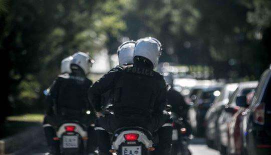 Ανθρωποκυνηγητό της Αστυνομίας – Ληστεία σε κοσμηματοπωλείο στη Μεσογείων | tlife.gr