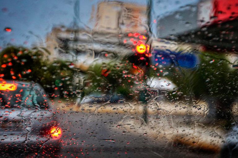 Κίνηση: Της βροχής γίνεται στους δρόμους – Πού υπάρχει το μεγαλύτερο πρόβλημα | tlife.gr