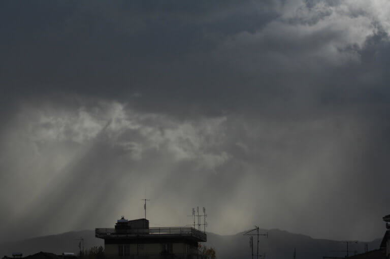 Καιρός: Βροχές, καταιγίδες και χιόνια… πάλι | tlife.gr