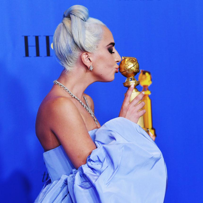 Η Lady Gaga έβαψε τα μαλλιά της γαλάζια για τα Golden Globes! | tlife.gr