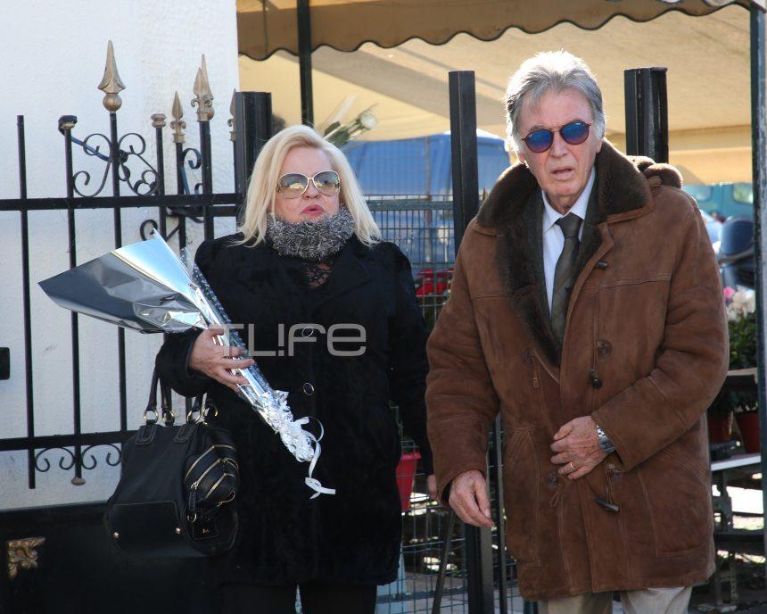 Θλίψη στην κηδεία της Κικής Σεγδίτσα – Οι φίλοι της, την οδήγησαν στην τελευταία της κατοικία   tlife.gr