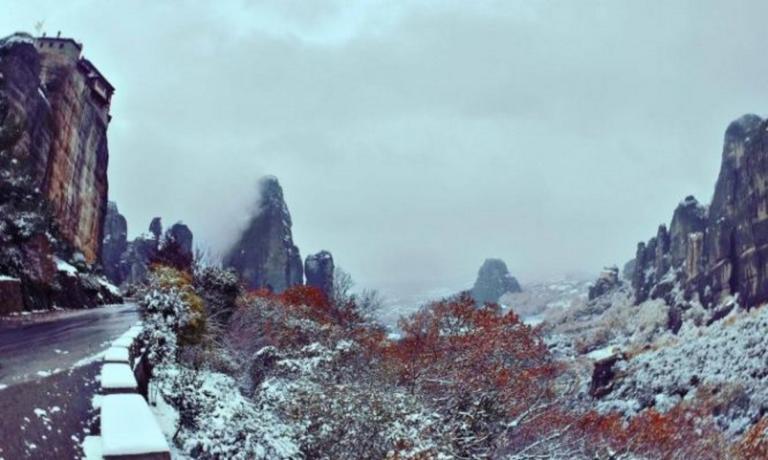 Εκπληκτικό θέαμα: Τα χιονισμένα Μετέωρα από ψηλά! – Video | tlife.gr