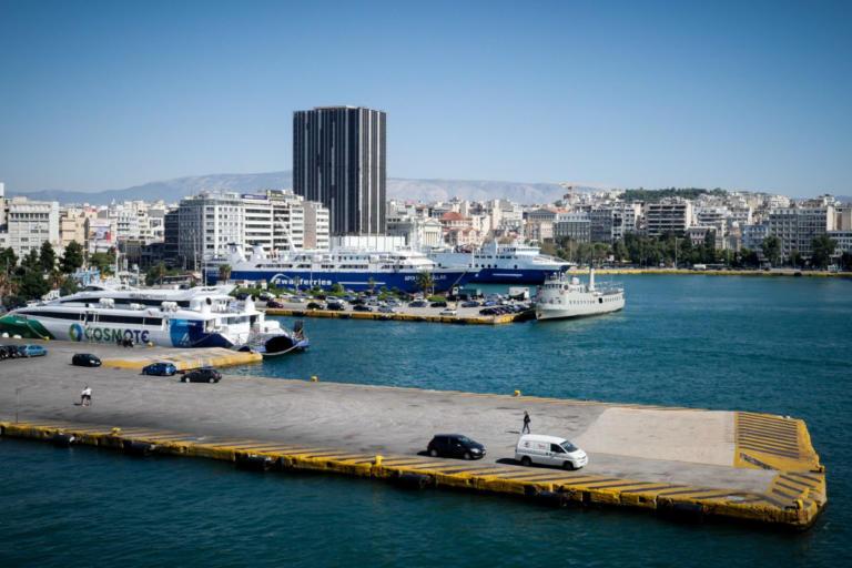 Νεκρός άνδρας στον Πειραιά – Έπεσε με το αυτοκίνητο στο λιμάνι | tlife.gr