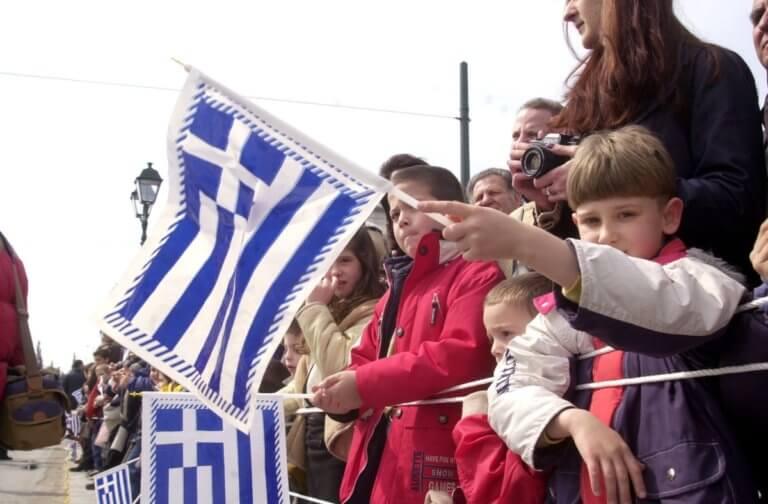 Γεννάτε γιατί χανόμαστε – Μειώθηκε ο πληθυσμός της Ελλάδας την τελευταία δεκαετία | tlife.gr