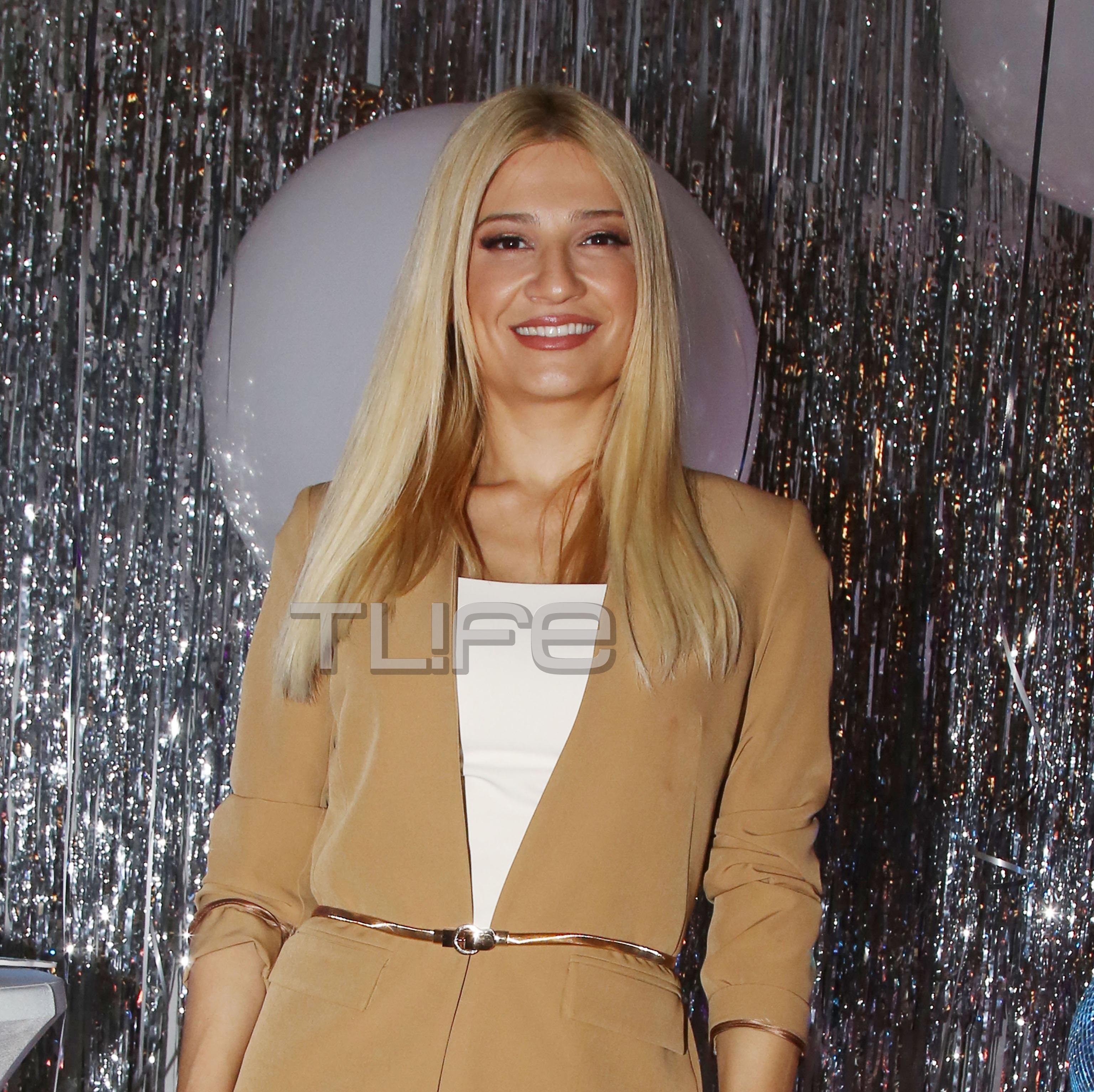 Φαίη Σκορδά: Chic εμφάνιση στο πάρτι του Ant1 για την κοπή της πρωτοχρονιάτικης πίτας! [pics] | tlife.gr