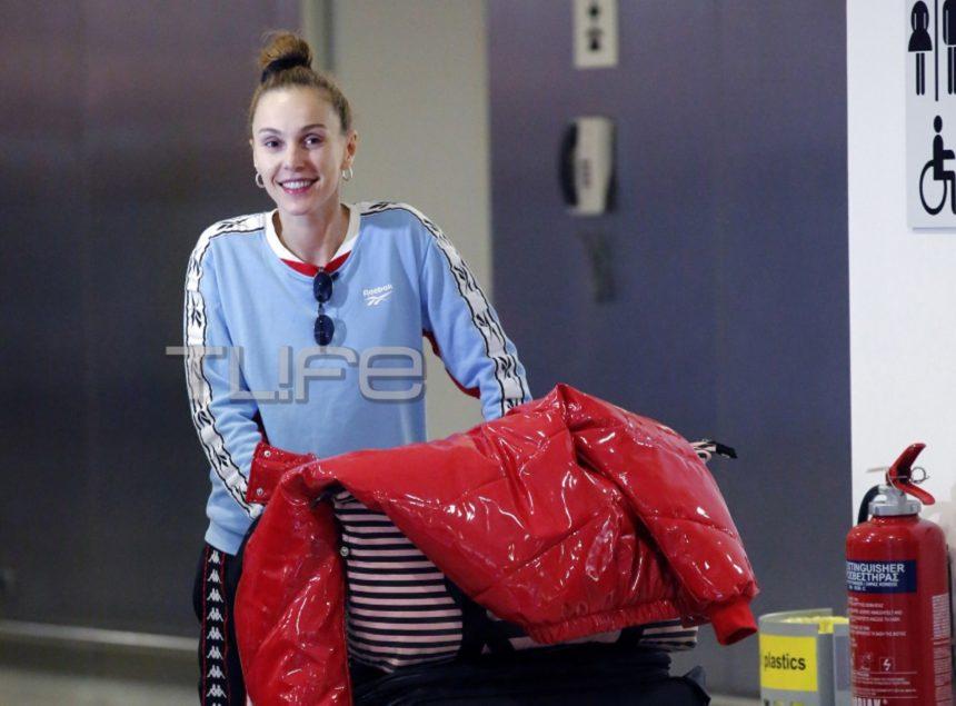 Τάμτα: Με casual look στο αεροδρόμιο λίγο πριν αναχωρήσει για την Κύπρο! [pics]   tlife.gr