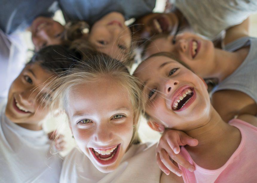"""Αποδοχή: Πώς διδάσκουμε στον εαυτό και τα παιδιά μας την έννοια της """"συμπερίληψης""""   tlife.gr"""