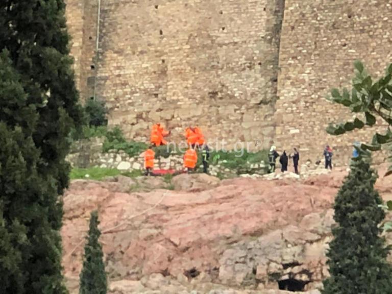 Σοκ στην Ακρόπολη! Άνδρας έπεσε στο κενό! [pics] | tlife.gr