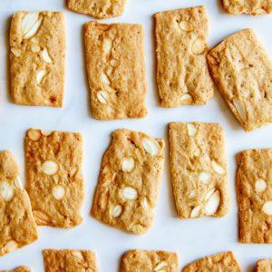 Τραγανά και αρωματικά μπισκότα αμυγδάλου