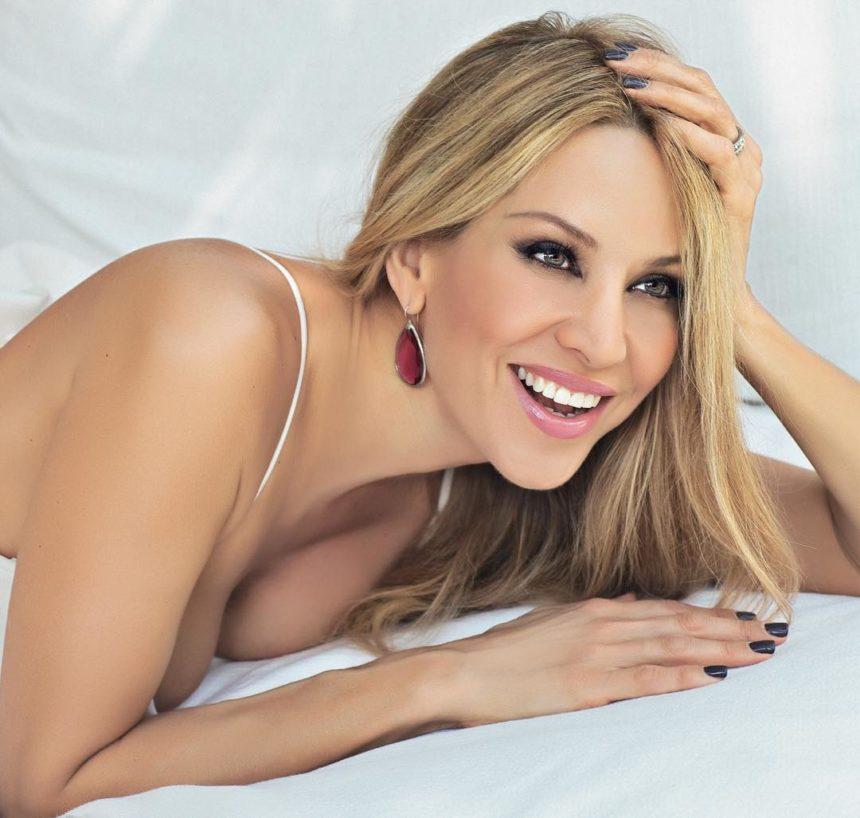 Αννίτα Ναθαναήλ: Στα 51 της ποζάρει γυμνή και χωρίς ρετούς μπροστά στον καθρέφτη! | tlife.gr