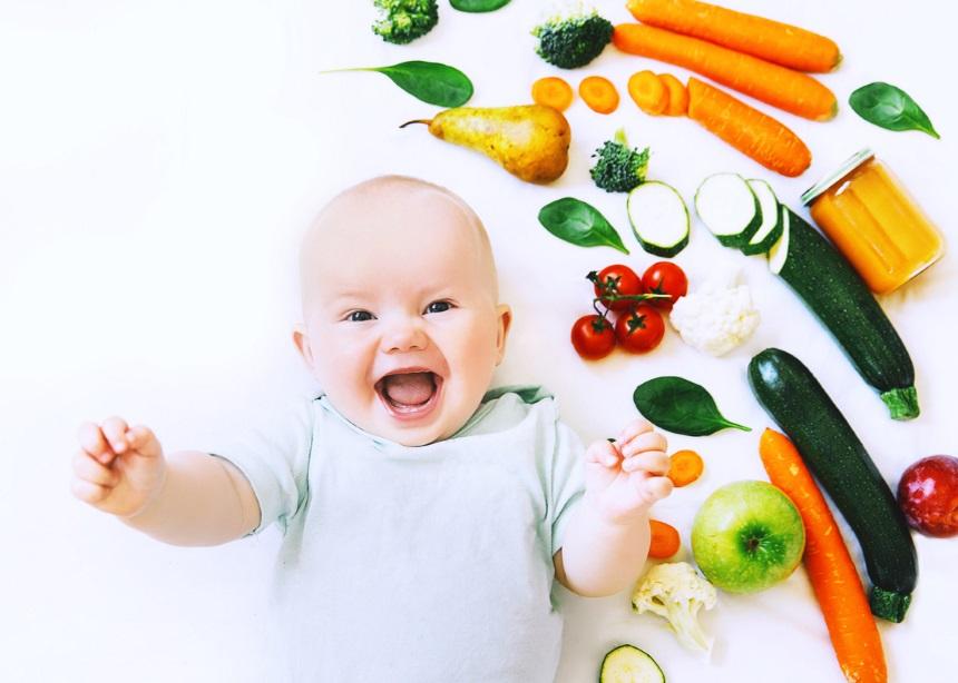 Baby food: Πέντε tips για την εισαγωγή υγιεινών στερεών τροφών στην διατροφή του μωρού