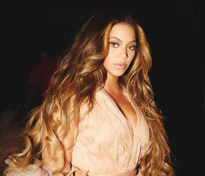 Beyonce: Τι ενθαρρύνει τους θαυμαστές της να κάνουν; | tlife.gr