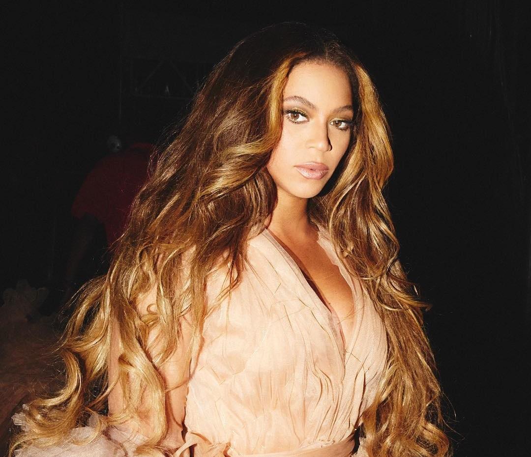 Beyonce: Τι ενθαρρύνει τους θαυμαστές της να κάνουν;   tlife.gr